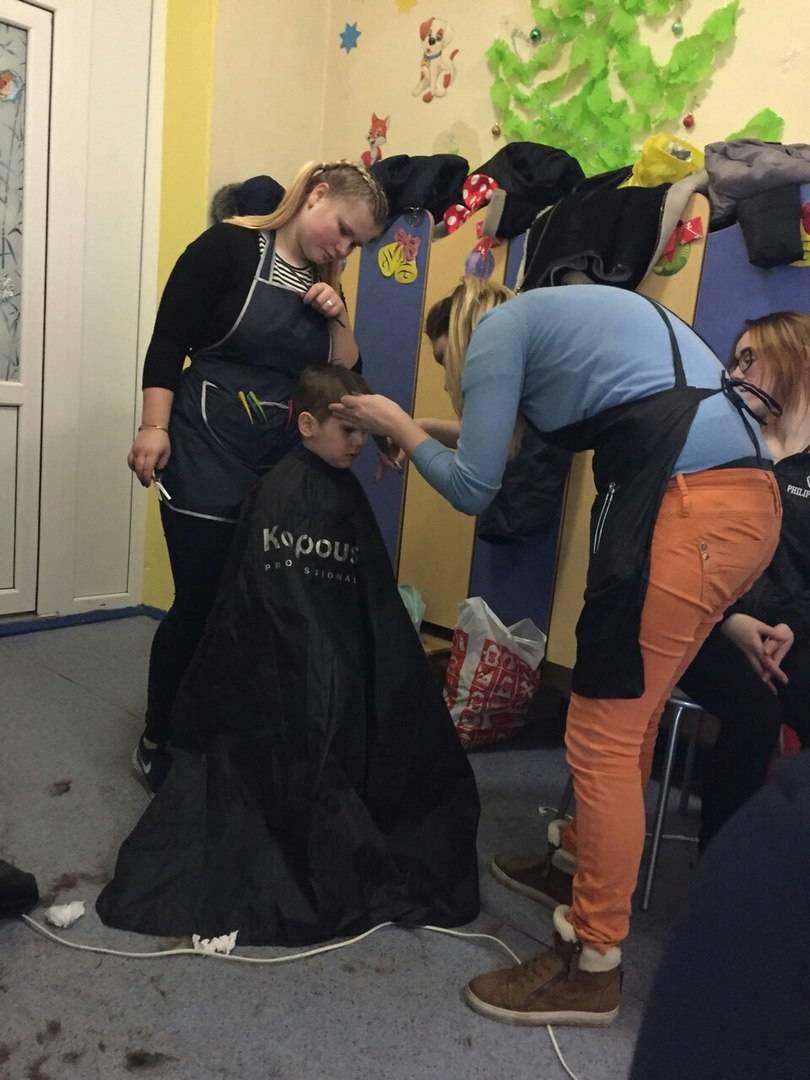Волонтеры-парикмахеры